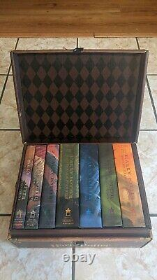 Harry Potter Couverture Rigide Complete Collection Boxed Set Books 1-7 In Chest/trunk